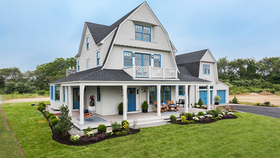 Beach House: Gorgeous Exterior Features